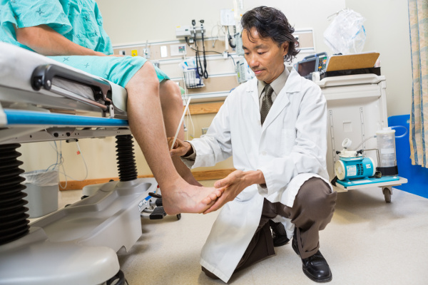 Doctor examines patients case of achilles tendinosis